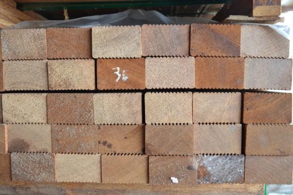 Hartholz Unterkonstruktion 45 x 70 mm