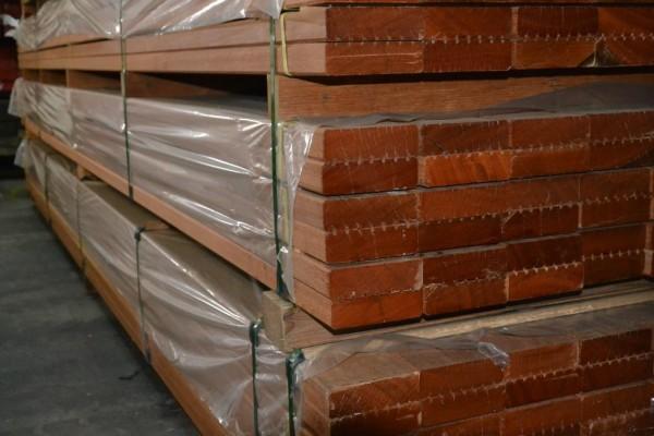 Bangkirai Terrassendiele 35x145mm grob/glatt